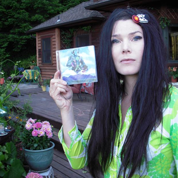 Brisa Roche mit einem Album von Can