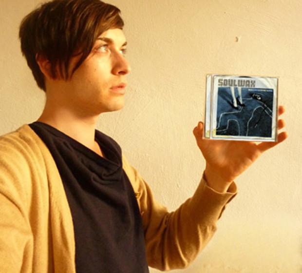 Roman Fischer mit einem Album von Soulwax