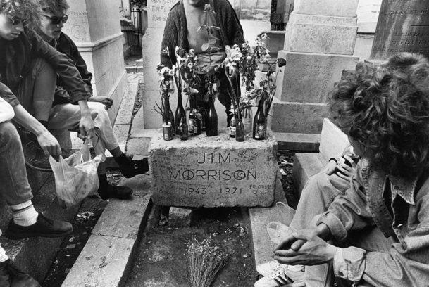 Jim Morrisons Grab im Jahr 1990. Damals wie heute eine Pilgerstätte für Doors-Fans.
