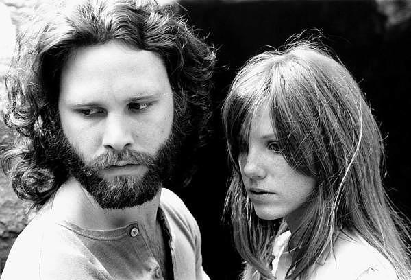 Jim Morrison und seine Freundin Pamela Courson, die ihn leblos in der Badewanne fand. 1969.