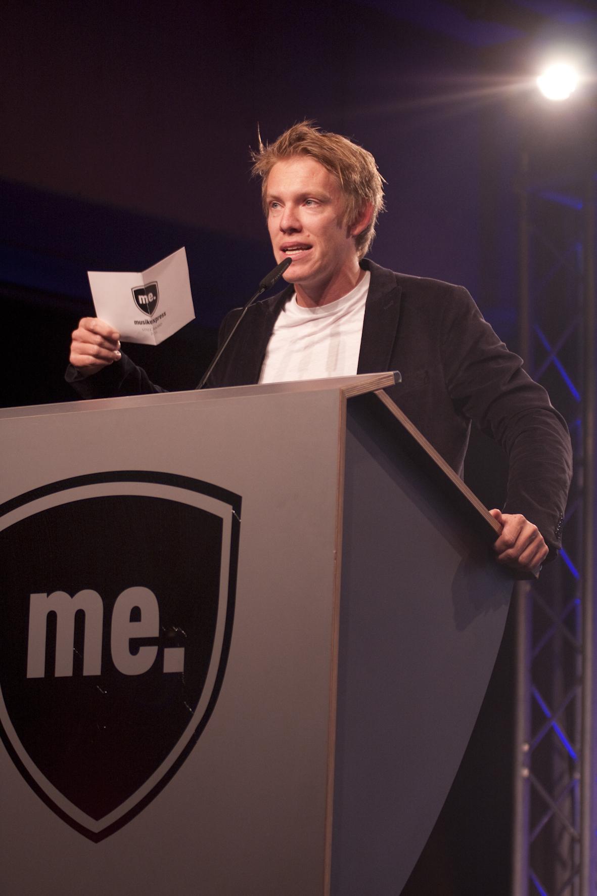 Kann auch improvisieren, braucht kein Blatt: Simon Gosejohann würdigt LEE..