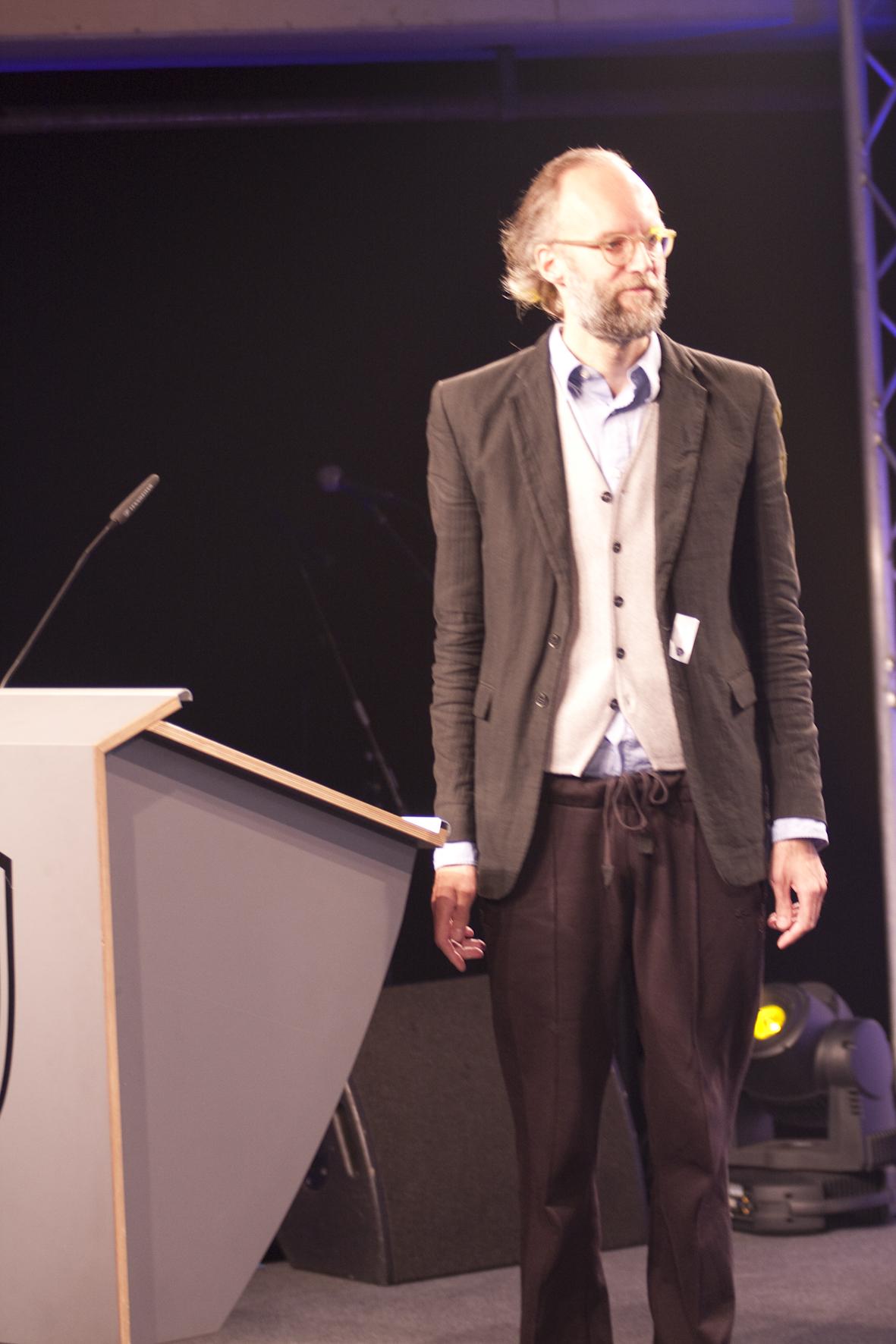 ME-Modeautor, Stil-Kontrolleur und Jurymitglied Jan Joswig hielt die Laudatio für Vans.
