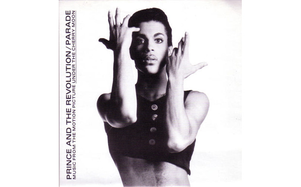 Princes erste Annäherung an ein ihm kulturell völlig fremdes Genre, dem Chanson, ist ein Volltreffer. Prince singt so gut,