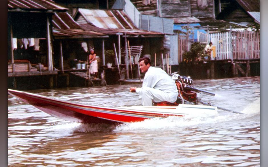 L'homme au pistolet d'or MAN WITH THE GOLDEN GUN avec Roger Moore (James Bond 007) 1974