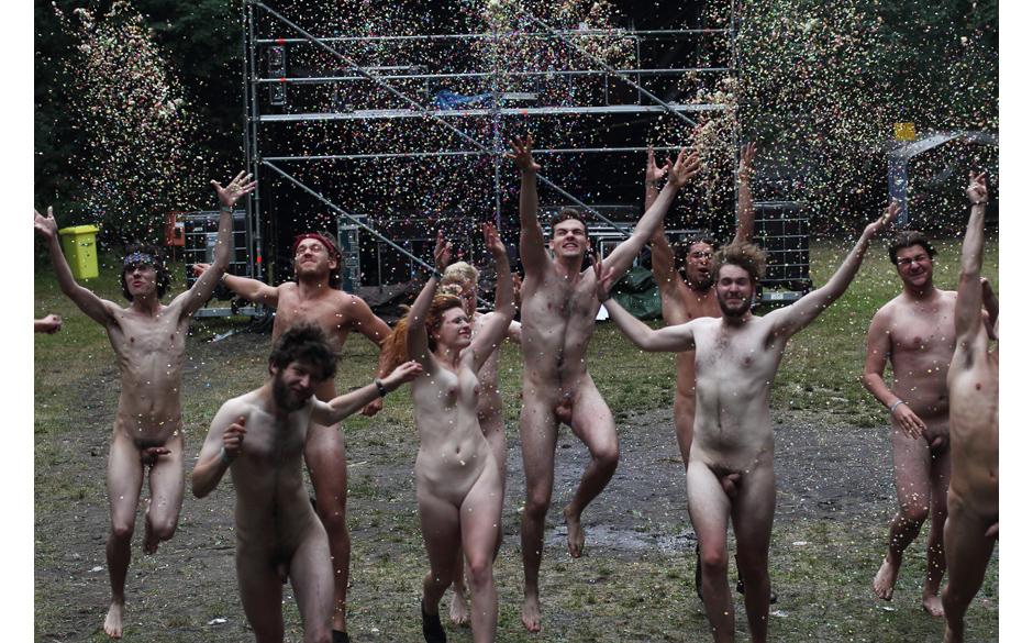 Nackt für einen guten Zweck: Protest auf dem Appletree Garden Festival 2012 – gegen die Inhaftierung der Band Pussy Riot,