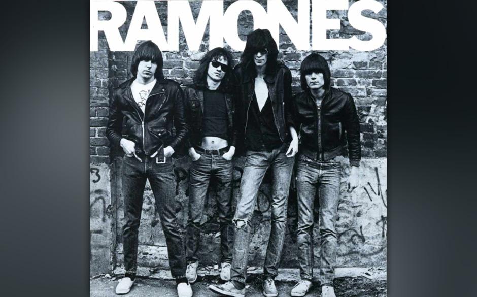 Ramones – 'Ramones' (1976). Joey, Johnny, Dee Dee und Tommy spielten eine für damalige Hörgewohnheiten super schnelle, su