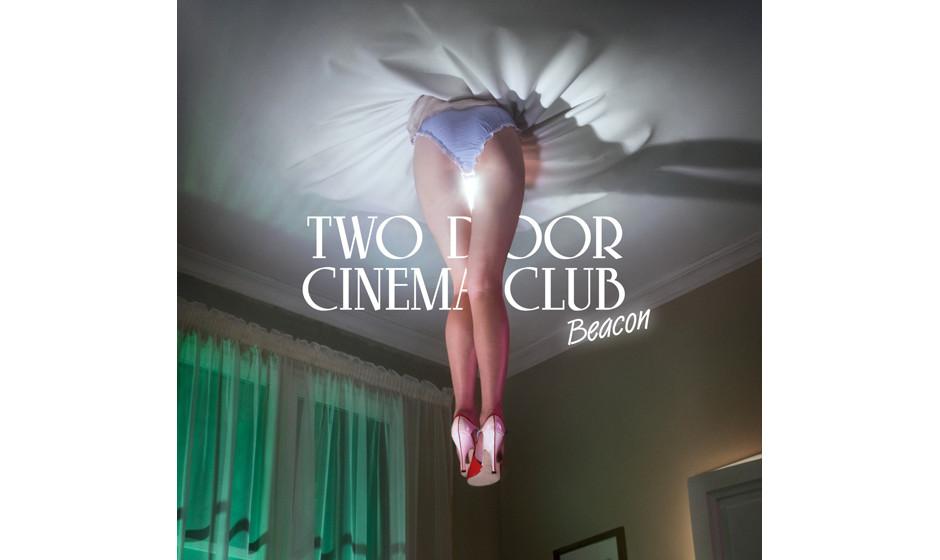 Two Door Cinema Club – Beacon: Die Indie-Rocker müssten vor lauter Erfolgsmeldungen aus dem Häuschen sein. Stattdessen ve