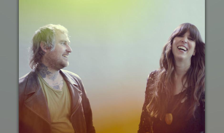 Aaron Coyes und Indra Dunis von Peaking Lights
