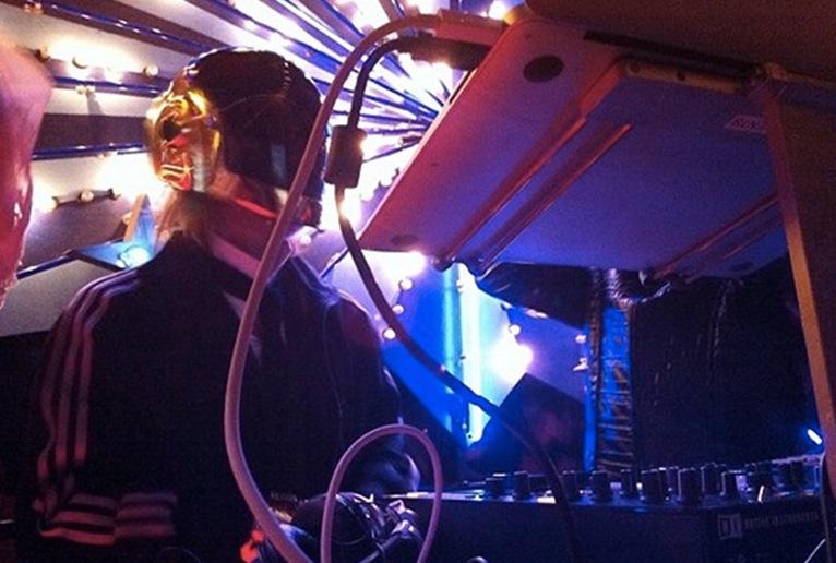 Thom Yorke war bei der Halloween-Party von Maroon 5. Verkleidet als Daft Punk.