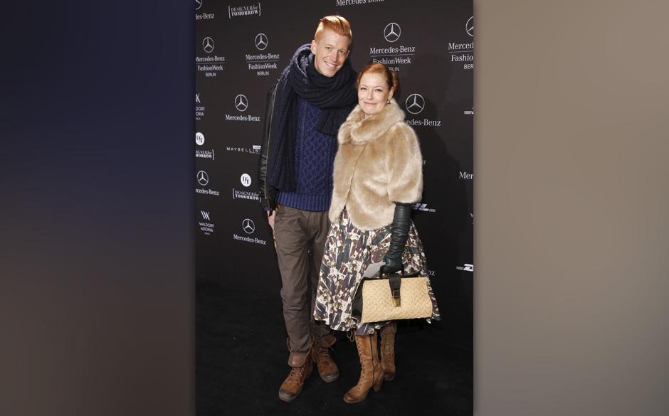 Enie van de Meiklokjes und Freund Tobias StaerboMercedes-Benz Fashion Week Berlin Autumn/Winter 2013 in Berlin am 15.01.2013