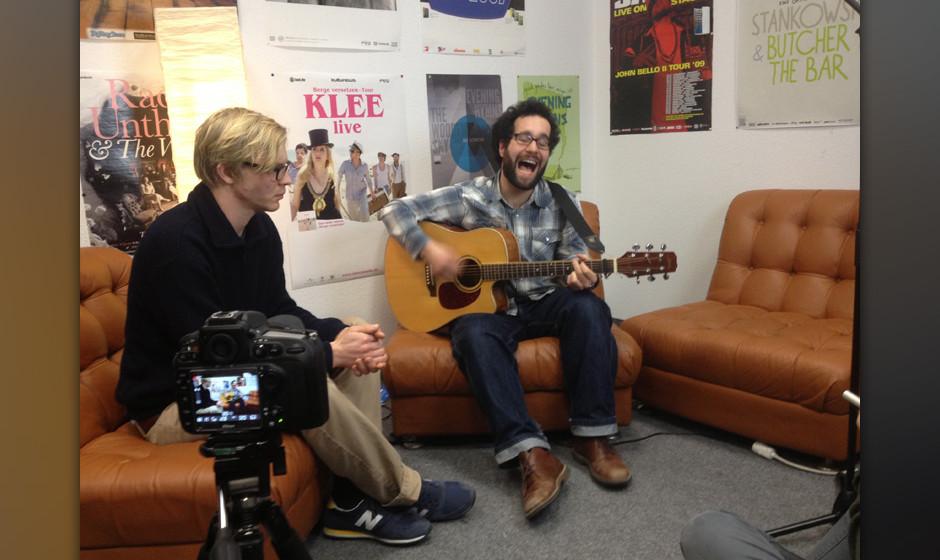 Paul und Deniz spielen 'Clinch' in einer me.Session