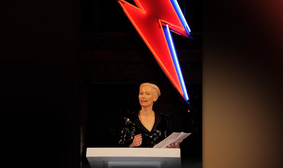 Tilda Swinton hält die  Eröffnungsrede bei der David-Bowie-Retrospektive