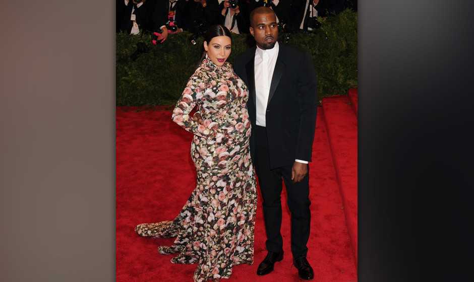 NEW YORK, NY - MAY 06:  Kim Kardashian and Kanye West attend the Costume Institute Gala for the 'PUNK: Chaos to Couture' exhi