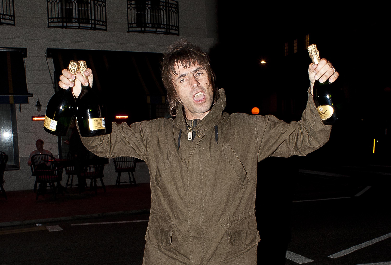 Auch im Urlaub besucht Liam gerne Bars - ein Glück für seine Auch im Urlaub besucht Liam gerne Bars - ein Glück für seine Fans in MaltaFans in Malta