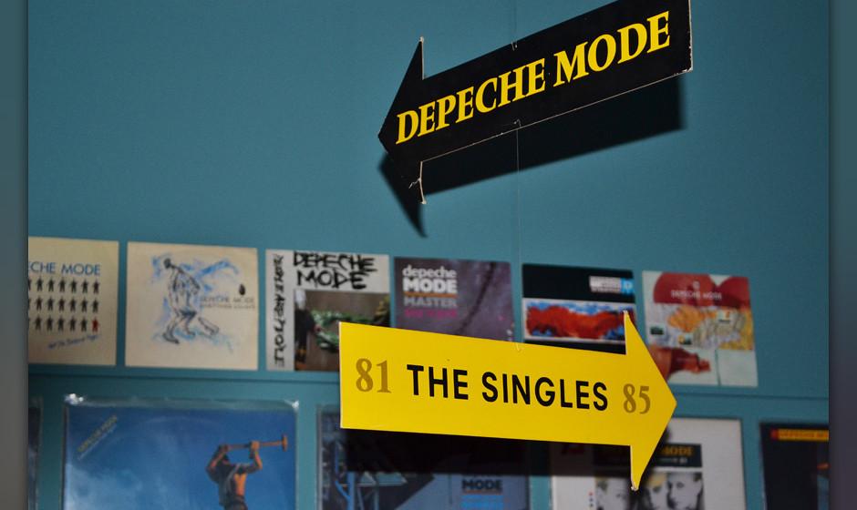 Nachgebaut: ein Plattenladen mit allerlei frühen und raren Depeche-Mode-Platten
