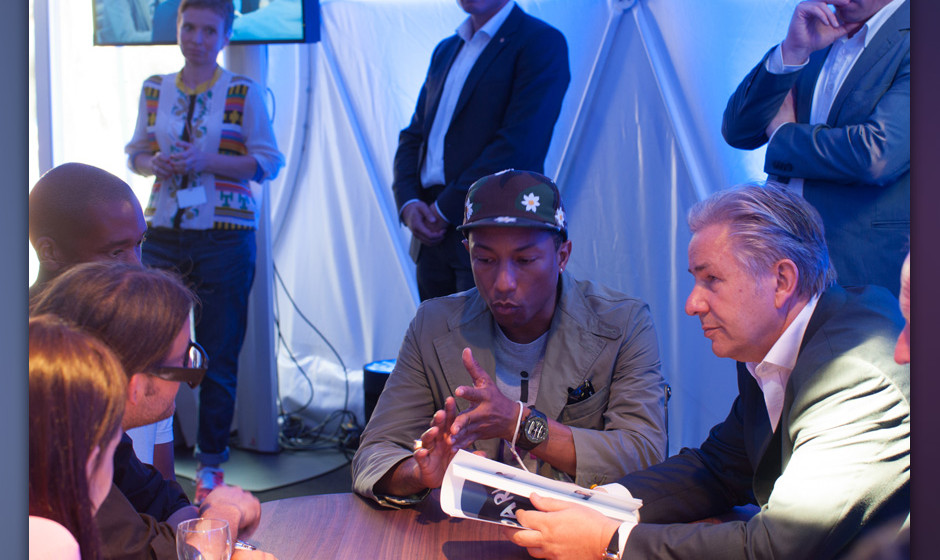 Pharrell Williams trifft Klaus Wowereit in Berlin