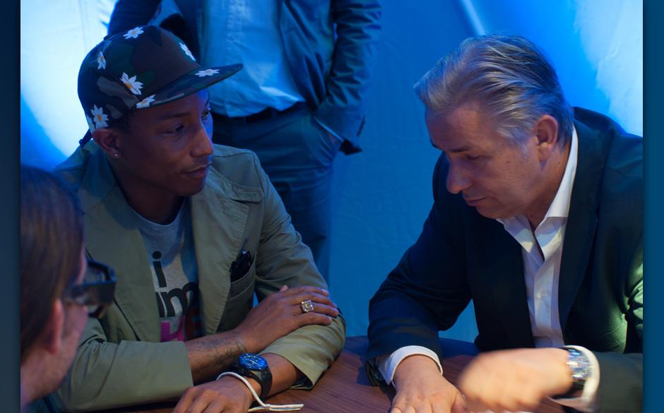 Popstars unter sich: Pharrell Williams trifft Klaus Wowereit in Berlin