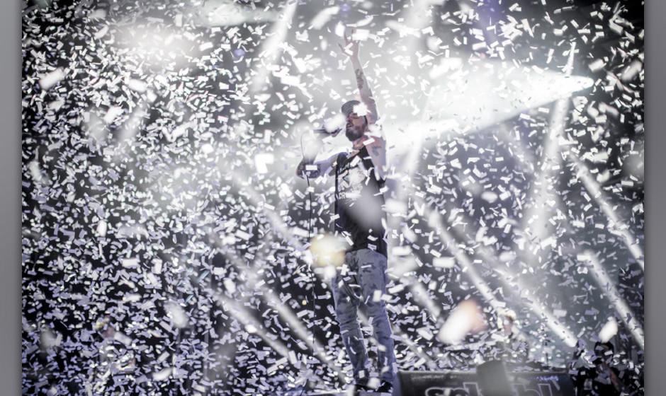 Hat allen Grund zu Feiern: Casper kündigt beim Splash! sein neues Album HINTERLAND an. Die Fans: aus dem Häuschen.