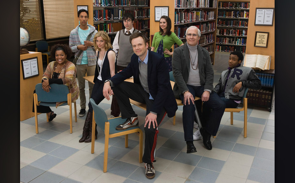 COMMUNITY -- Pilot -- Pictured: (l-r) Yvette Nicole Brown as Shirley, Danny Pudi as Abed, Gillian Jacobs as Britta, Joe McHal