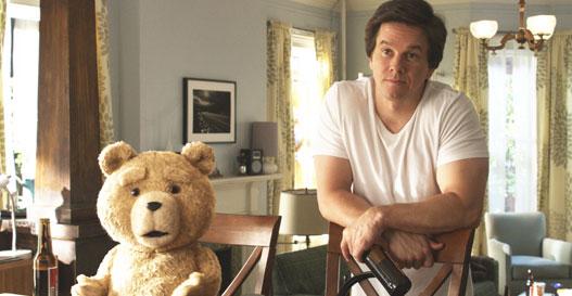 Mark Wahlberg und Ted bei einem Bierchen in Teil eins.