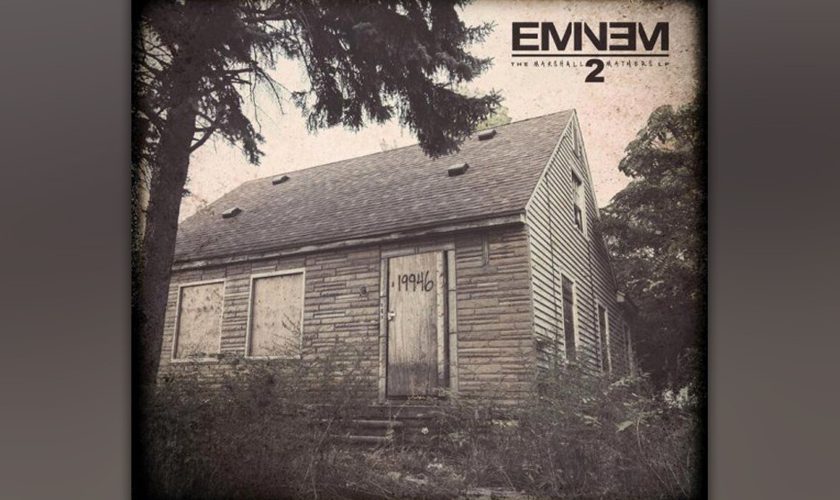 Auf dem Cover von THE MARSHAlL MATHERS LP 2 sieht man Eminems altes Haus in Detroit.