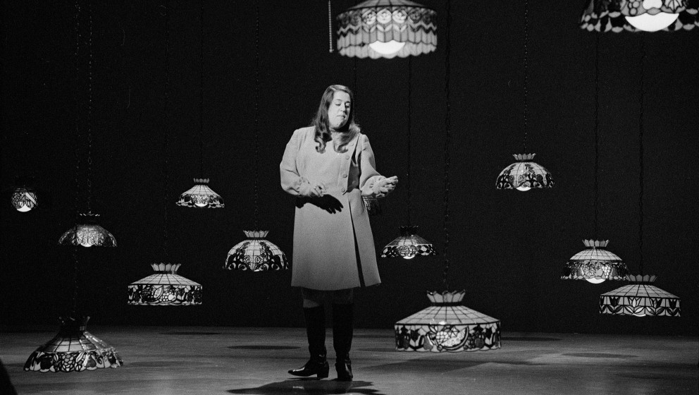 LOS ANGELES - SEPTEMBER 20: Cass Elliot on THE SMOTHERS BROTHERS COMEDY HOUR. Image dated September 20, 1968. (Photo by CBS v