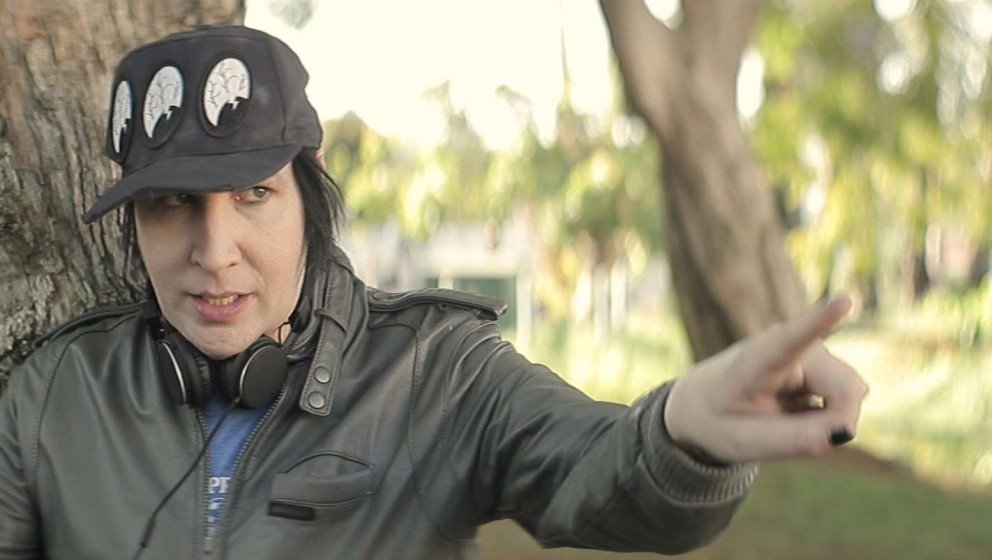 "Marilyn Manson legt sich mit den ""Wrong Cops"" an."