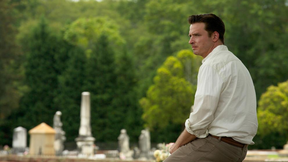Aden Young als Todeskandidat Daniel Holden, der eine zweite Chance erhält.