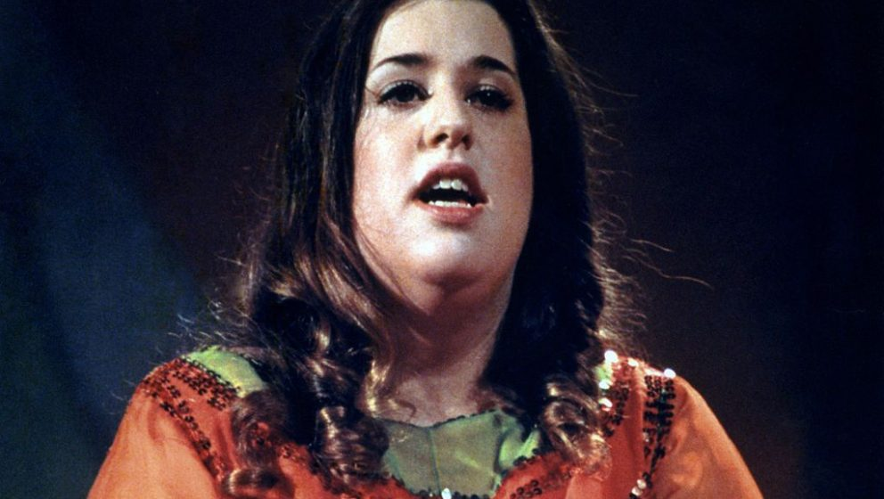 CIRCA 1969: Singer Cass Elliot performing in circa 1969. (Photo by (Photo by Donaldson Collection/Getty Images)