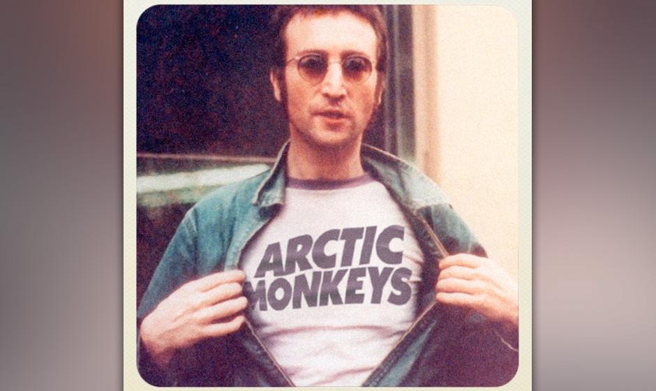 John Lennon mit einem Shirt der Arctic Monkeys.