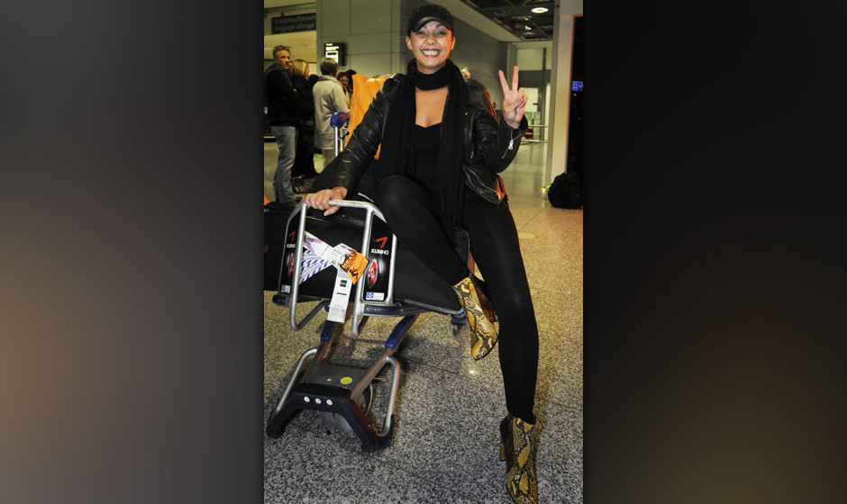 Jazzy, mit b¸rgerlichem Namen Marlene Tackenberg, am Dienstagmorgen, 31. Januar 2012, nach der Ankunft am Flughafen in Frank