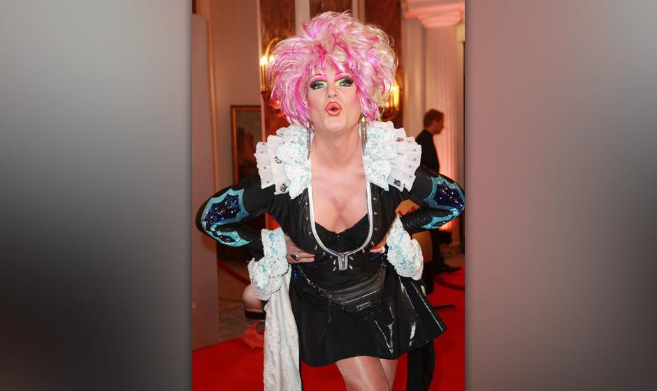 Olivia Jones bei der Holiday on Ice - Gala zum 70. Geburtstag der Eisshow im Hotel Atlantic. Hamburg, 17.10.2013