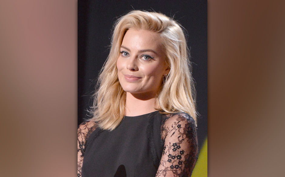 SANTA MONICA, CA - JANUARY 16:  Actress Margot Robbie speaks onstage at the 19th Annual Critics' Choice Movie Awards at Barke