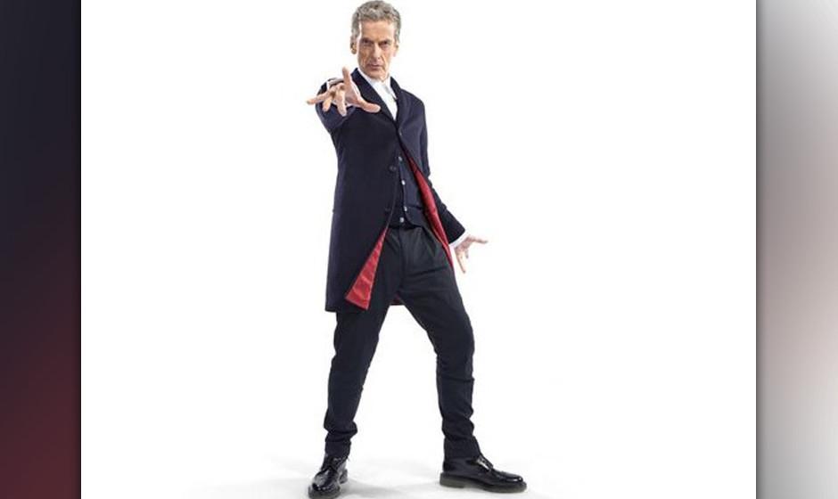 Peter Capaldi in seinem neuen Outfit. Inklusiver des künftigen Kultschuhs