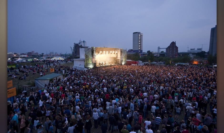 Hamburg, DEU, 13.08.2010: 4. Dockville - Festival am Reiherstieg auf der Elbinsel Hamburg-Wilhelmsburg.| Hamburg, GER, 13.0