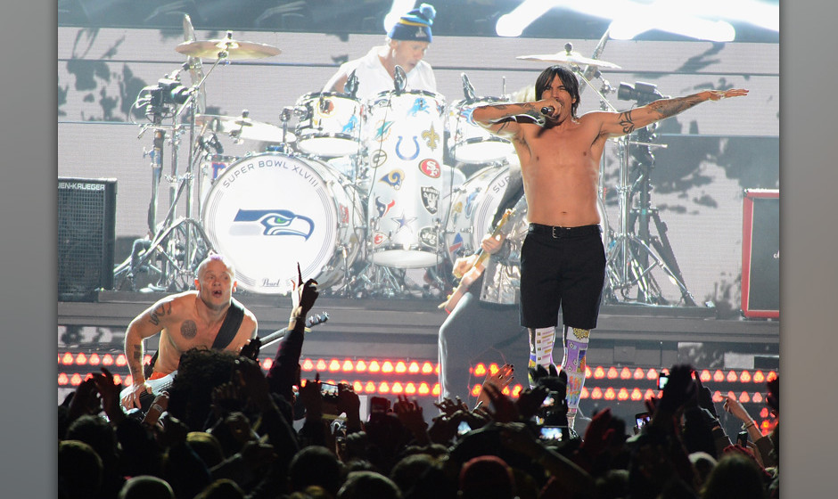 EAST RUTHERFORD, NJ - FEBRUARY 02:  Flea, Chad Smith, Anthony Kiedis and Josh Klinghoffer of the Red Hot Chili Peppers perfor