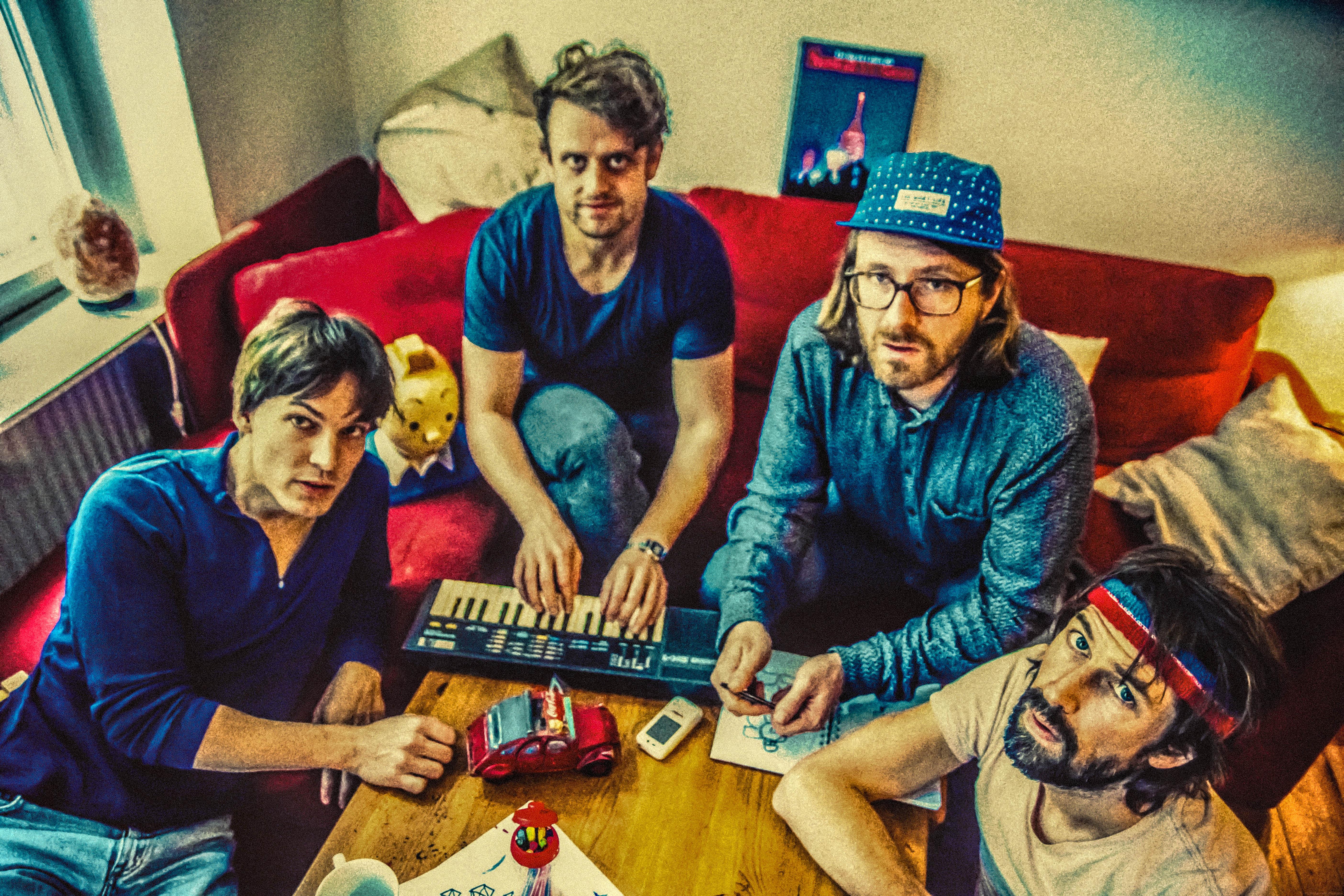 Die Höchste Eisenbahn geht mit neuem Album auf Tour.