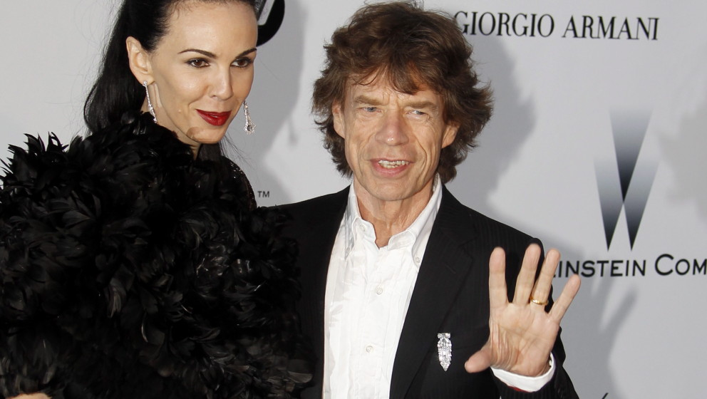 epa04130040 (FILE) A file picture dated 20 May 2010 shows British singer Mick Jagger (R) of the Rolling Stones and US stylist