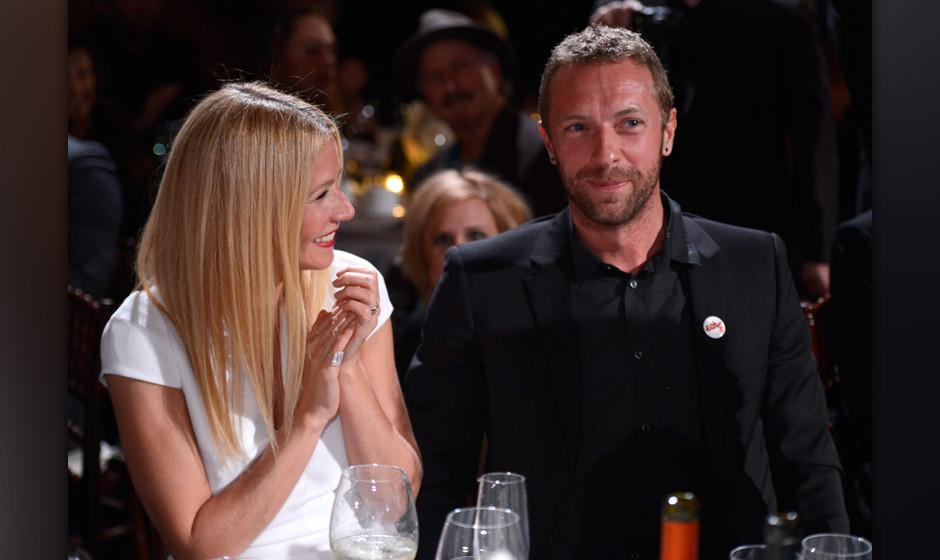 BEVERLY HILLS, CA - JANUARY 11:  Gwyneth Paltrow and Chris Martin attend the 3rd annual Sean Penn & Friends HELP HAITI HO