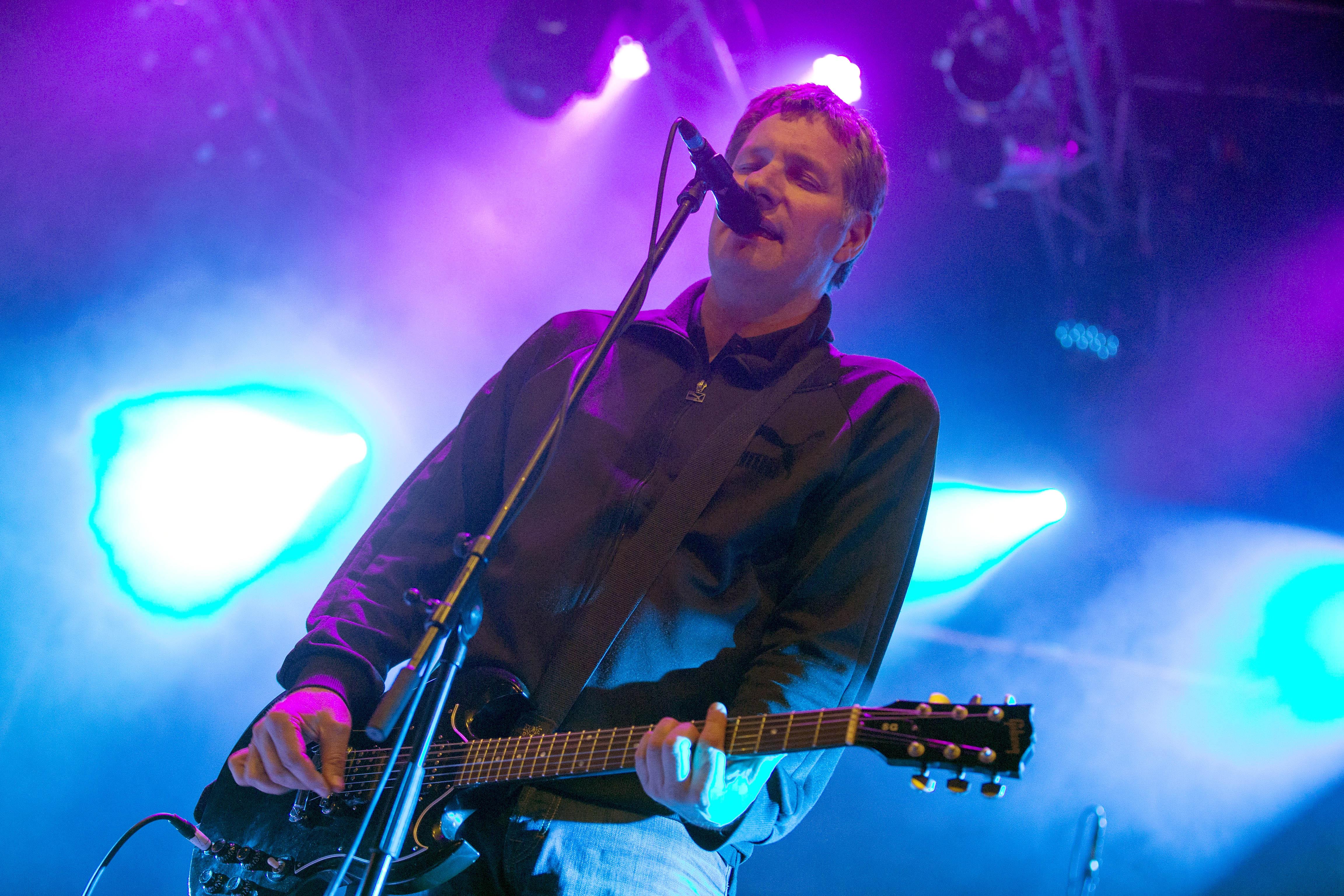 Kettcar - die deutsche Band mit Saenger Marcus Wiebusch bei einem Konzert am 27.04.2013 in Hamburg, Holsten Brauerei Fest  KE