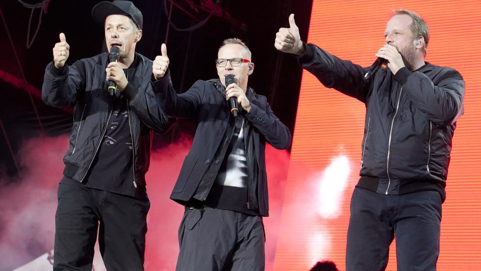 BERLIN, GERMANY - SEPTEMBER 08: German singer Michi Beck, Thomas D and Smudo (L-R) of Die Fantastischen Vier perform live dur