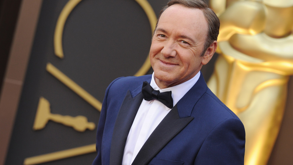 HOLLYWOOD, CA - MARCH 02:  Actor Kevin Spacey arrives at the 86th Annual Academy Awards at Hollywood & Highland Center on
