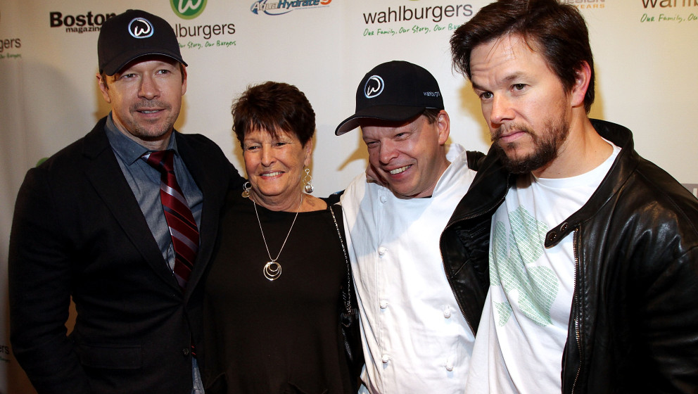 BOSTON, MA - OCTOBER 24: (L-R) Donnie Wahlberg, their mother Alma Elaine Wahlberg, chef Paul Wahlberg and Mark Wahlberg atten