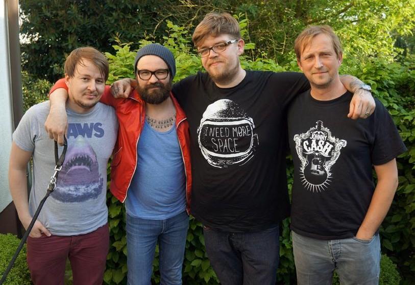 Jupiter Jones noch mit altbekanntem Sänger: Andreas Becker (Bass), Sascha Eigner (Gitarre), Nicholas Müller (Gesang, Gitarr