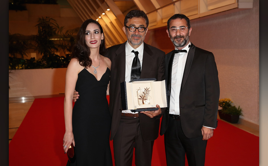 CANNES, FRANCE - MAY 24:  Director Nuri Bilge Ceylan (C), winner of the Palme d'Or Prize for his film 'Winter Sleep', poses w
