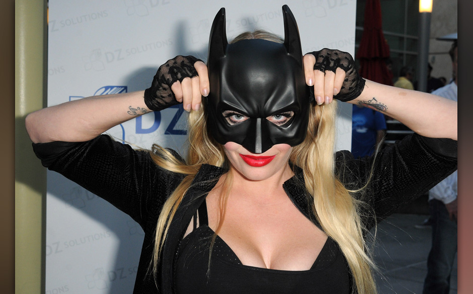 HOLLYWOOD, CA - JULY 20:  Fans gather at a screening of Warner Bros. 'The Dark Knight Rises' to show support for the victims