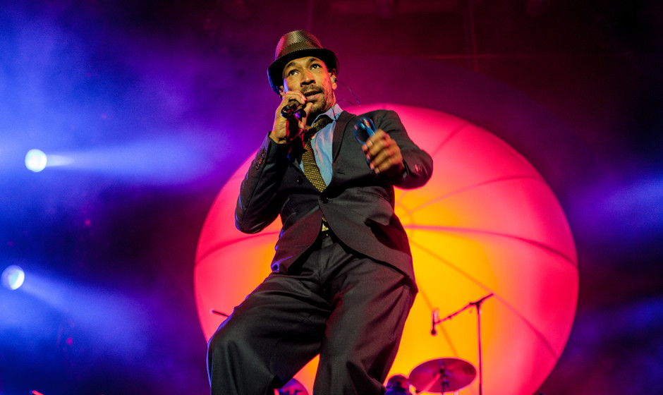 Demba Nabé mit Seeed live beim Hurricane Festival