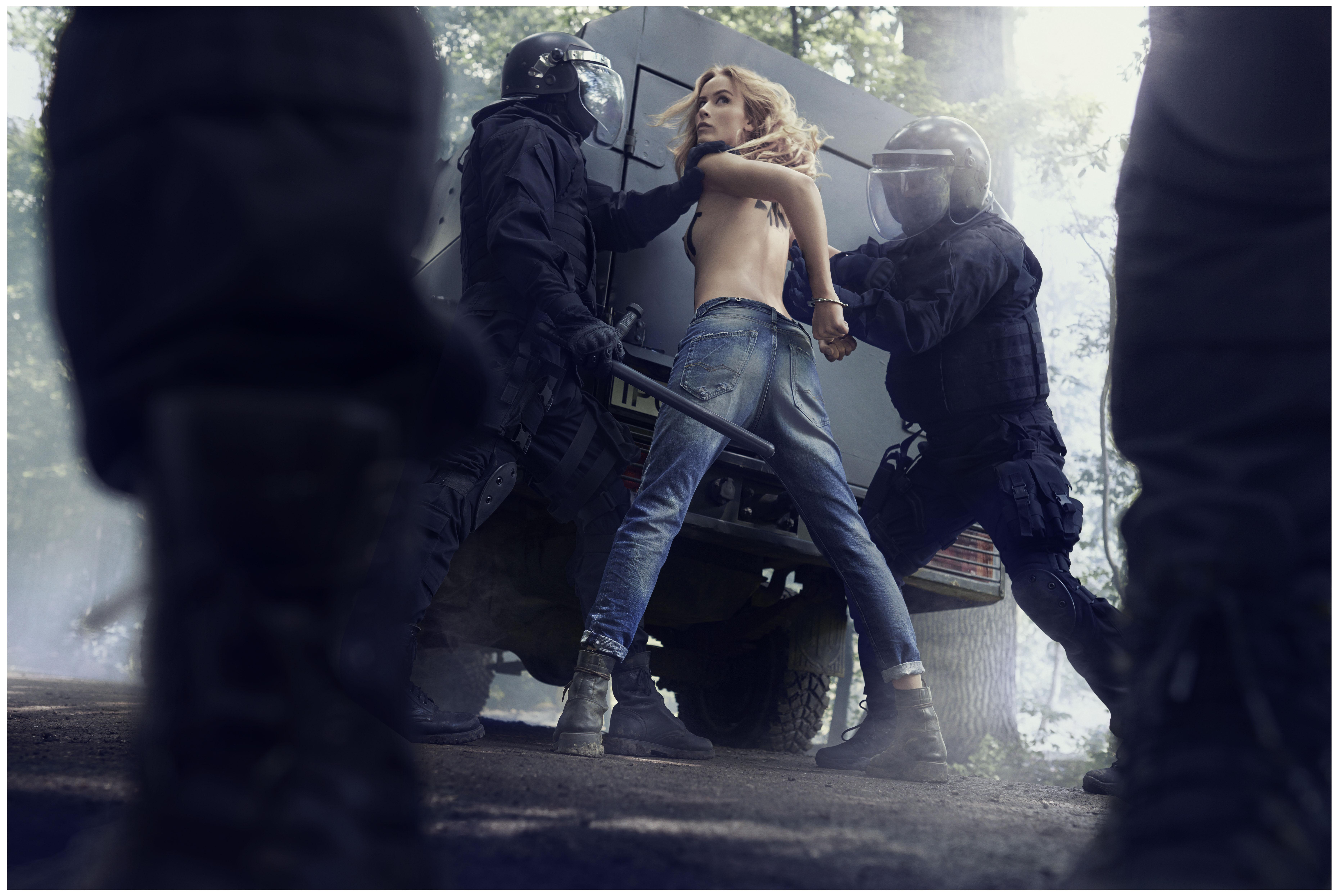So schön und so umweltbewusst: Model und Schauspielerin Aleksandra Orbeck-Nilssen ist das neue Gesicht der 'Replay Laserblas