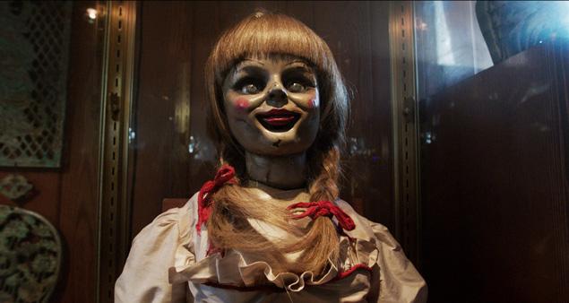 Na, da bekommt man doch gleich Lust auf eine Kuschelrunde... Annabelle kommt am 9. Oktober ins Kino.