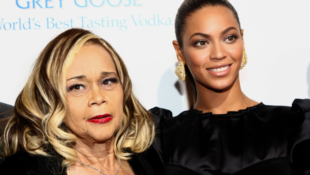 HOLLYWOOD - NOVEMBER 24:  Singer Etta James and singer/actress Beyonce arrive at the premiere of 'Cadillac Records' held at T